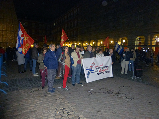 en-la-plaza-mayor-de-madrid-se-pidio-el-fin-del-bloqueo-a-cuba-fotos